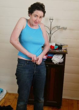 Chubby amateur Lonnie changes her clothes