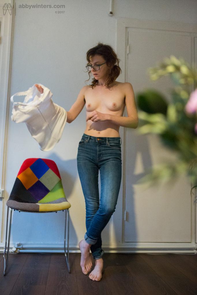 Skinny Amateur Victoria J Gets Dressed After Modeling Nude